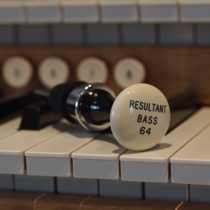 Iconic wine bottle stopper No 1: Resultant Bass 64′